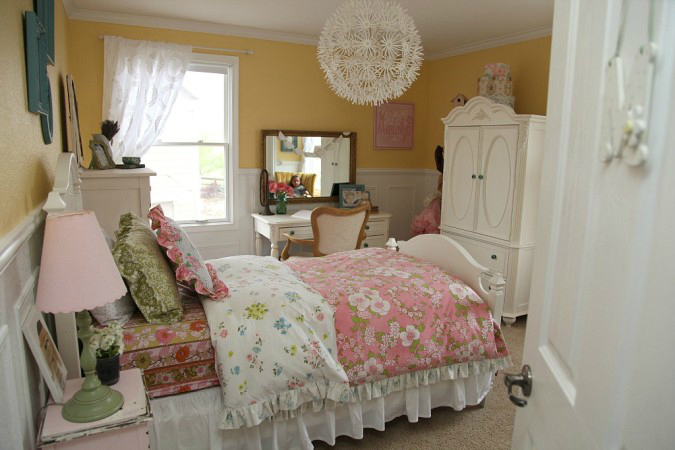Amazing Teen Girl's Bedroom Makeover 4
