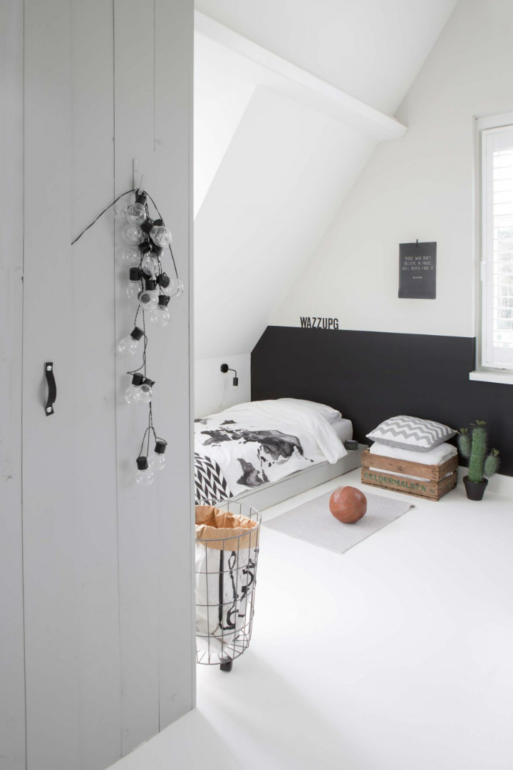 Sophisticated White-Themed Home 11