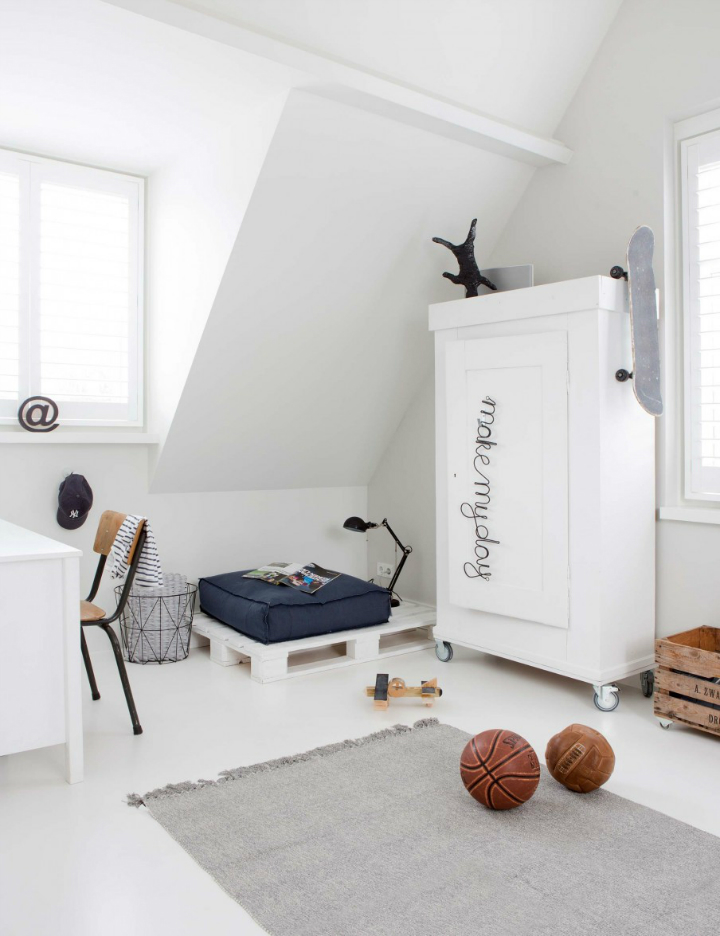 Sophisticated White-Themed Home 12