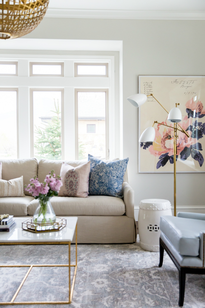 Glam And Style In The Confines Of A Roomier Living Room