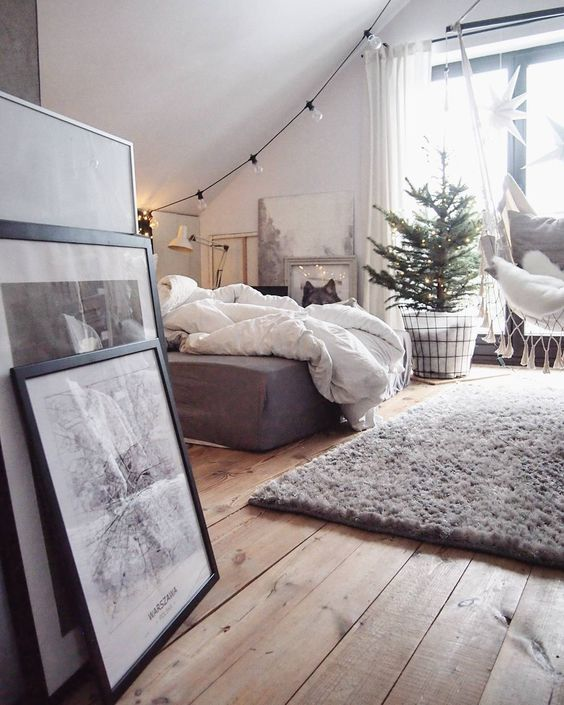 Holiday Highlights on a White Backdrop home decor 18