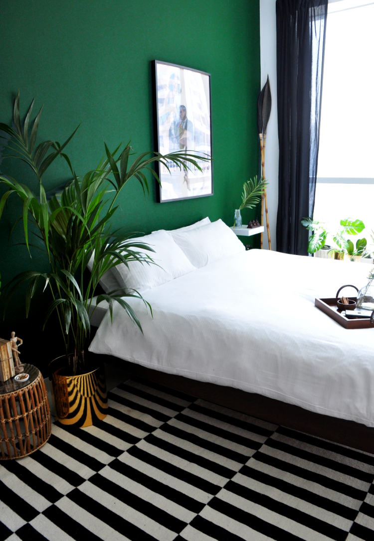 26 awesome green bedroom ideas decoholic for Bed room decoration ideas