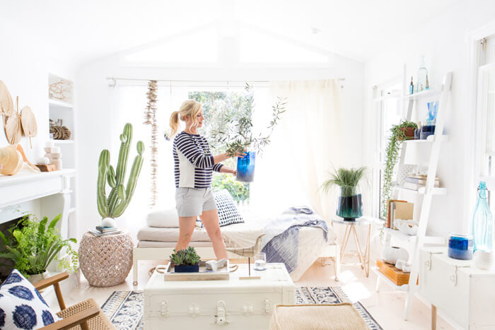How to Create the Perfect Blue and White Sunroom 2