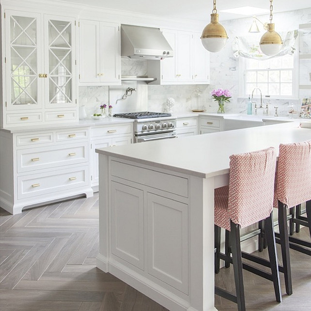 white kitchen design with pale colors