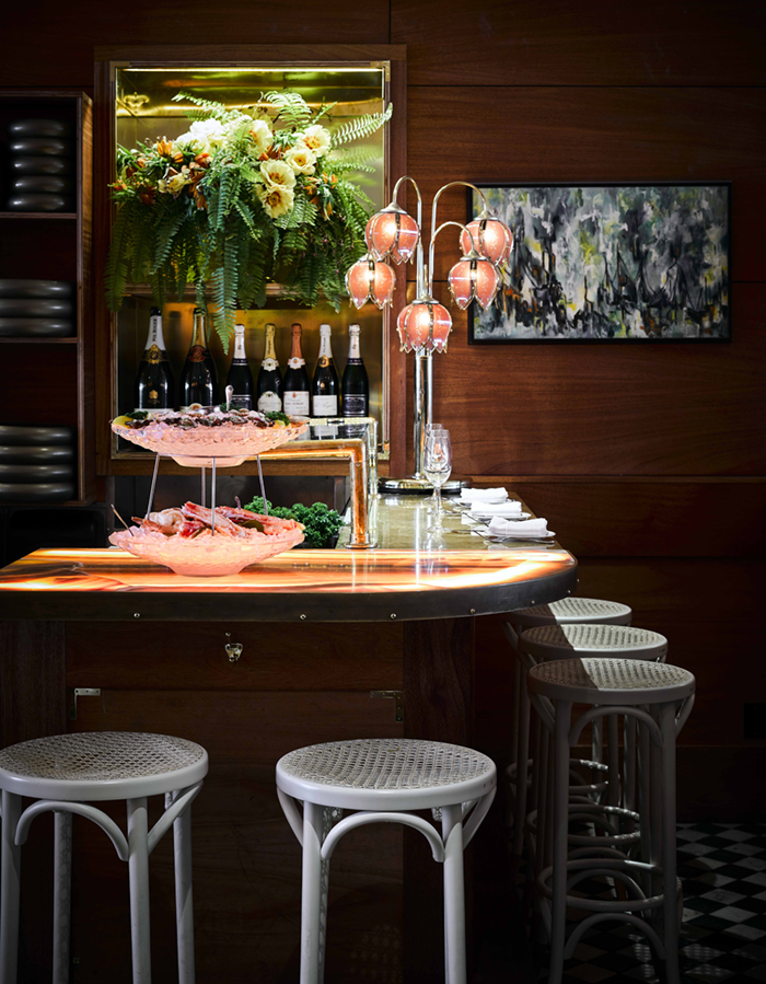 An Oyster Bar with Outstanding Interior Décor 4