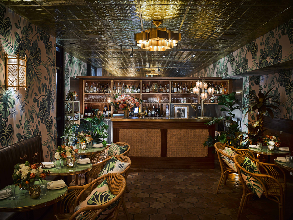 An Oyster Bar with Outstanding Interior Décor 5
