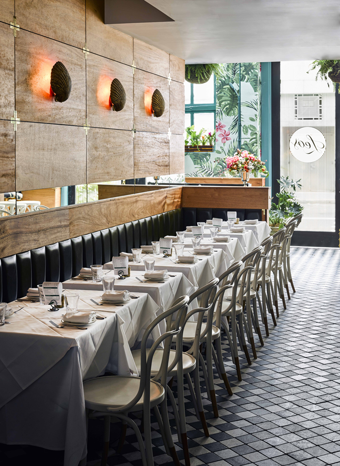 An Oyster Bar with Outstanding Interior Décor 7