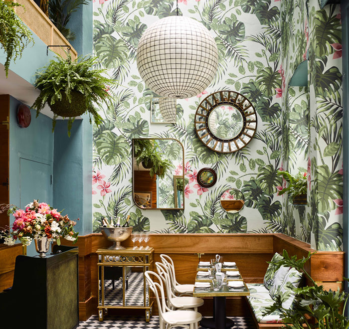 An Oyster Bar with Outstanding Interior Décor