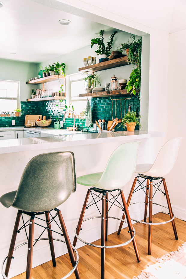 green kitchen design idea
