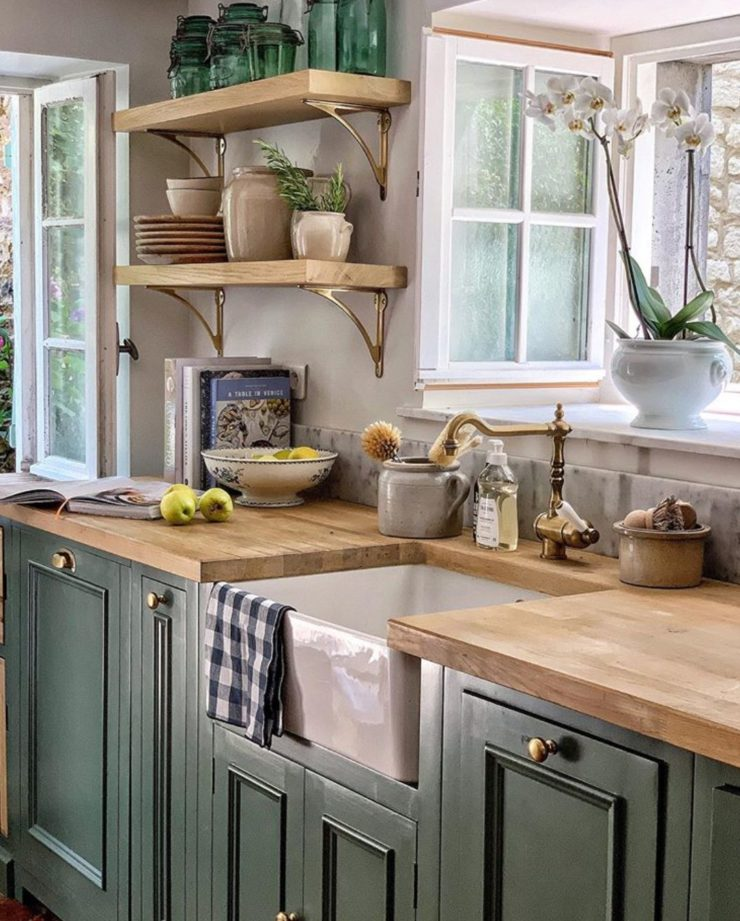 country green kitchen design idea