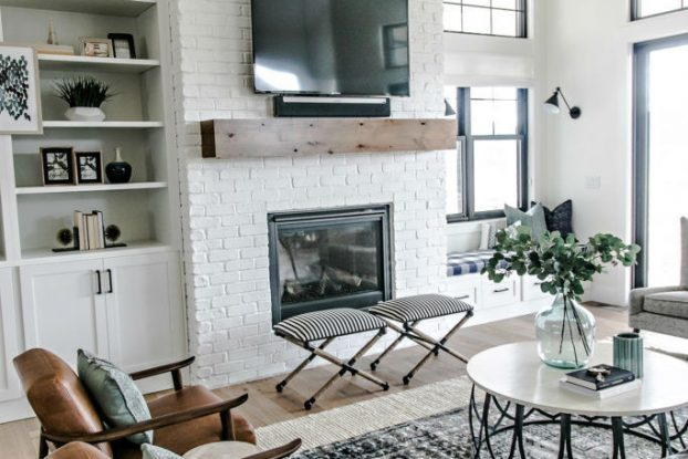Modern Home Wrapped in Farmhouse Beauty