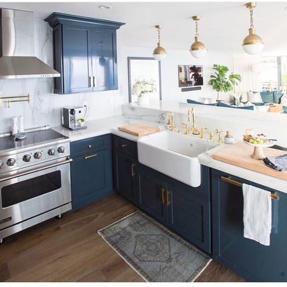 50 blue kitchen design ideas decoholic for Dark blue kitchen paint