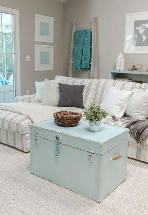 Coastal Living Room Idea 15