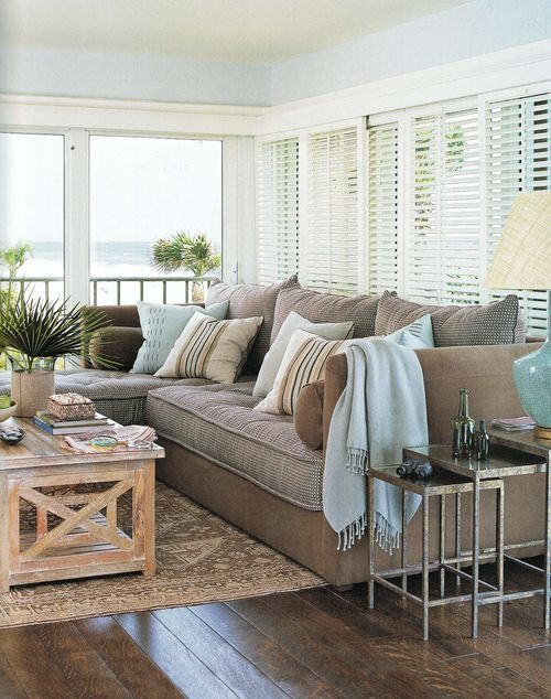 Coastal Living Room Idea 16