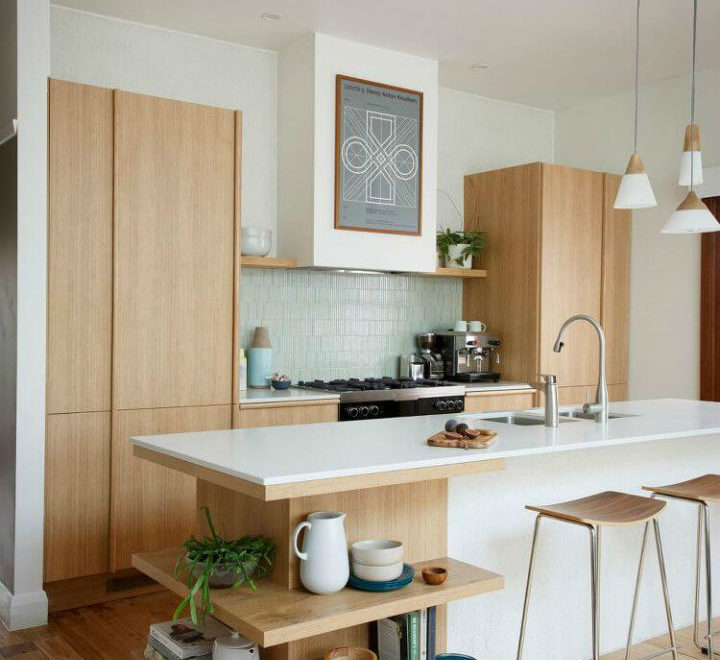 Kitchen With a Peninsula Design Idea