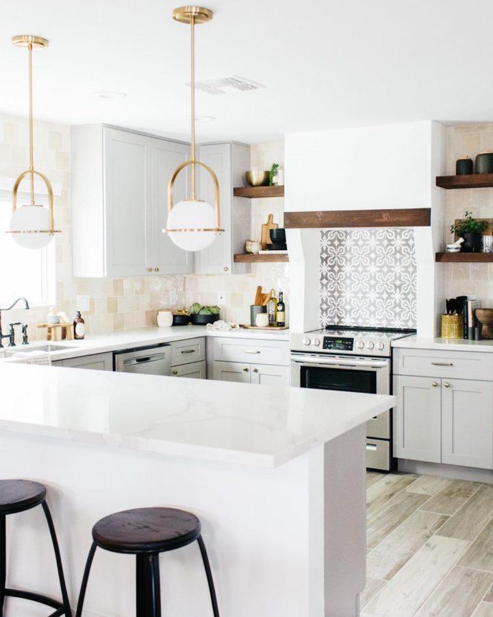 light grey kitchen with peninsula