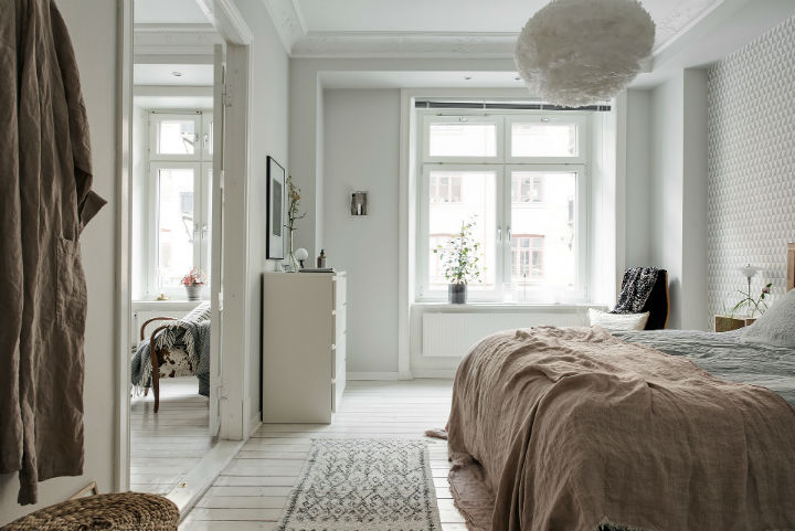 white Scandinavian apartment interior design 12