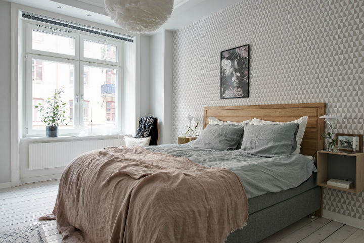 white Scandinavian apartment interior design 13