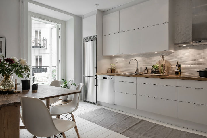white Scandinavian apartment interior design 18