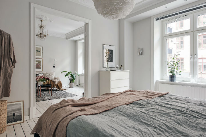 white Scandinavian apartment interior design 4