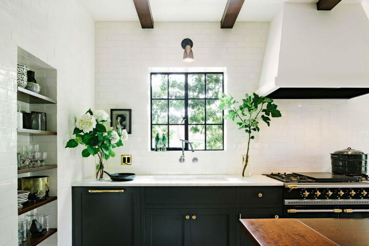 Amazing Alhambra Black and White Kitchen 4