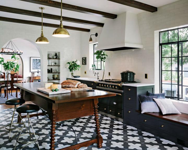 Amazing Alhambra Black and White Kitchen