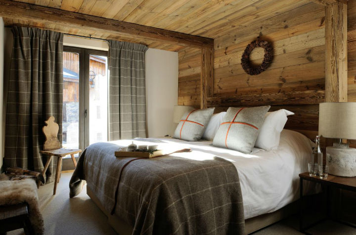 Old Savoie Stable Turned Into a Luxurious Mountain Retreat 7