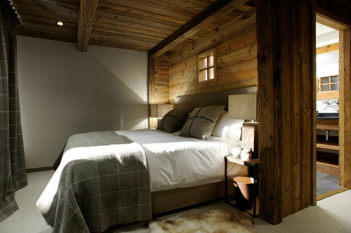Old Savoie Stable Turned Into a Luxurious Mountain Retreat 9