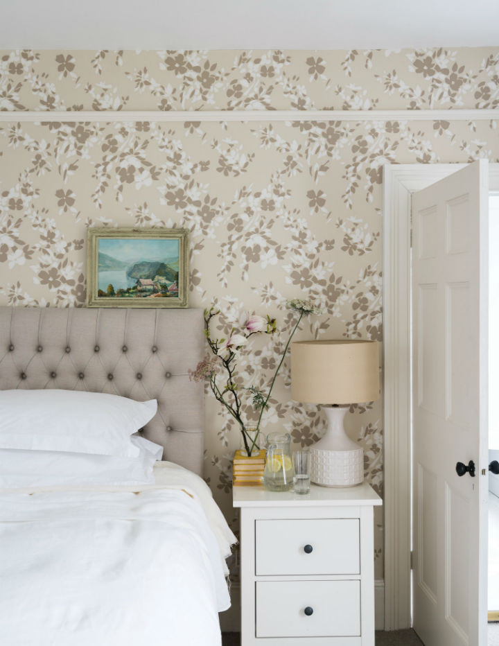 floral wallpaper by Farrow and Ball 7