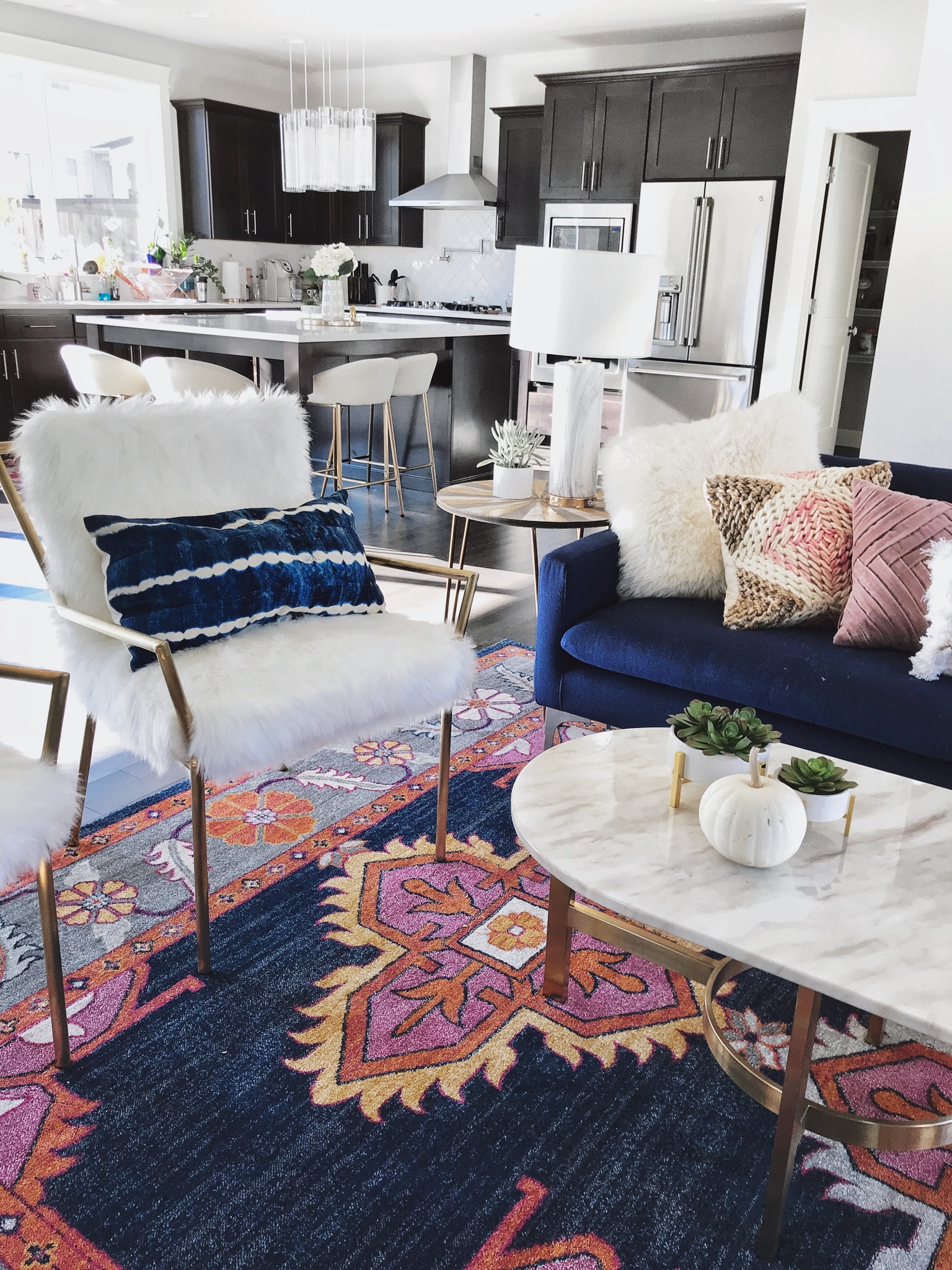 Updated Classics: 10 Living Room Ideas | Decoholic on Modern Boho Decor  id=23680