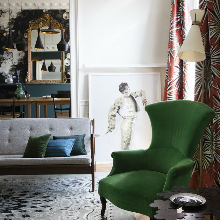 A Chic French Apartment Which Boasts Bold Interior Design Elements ...