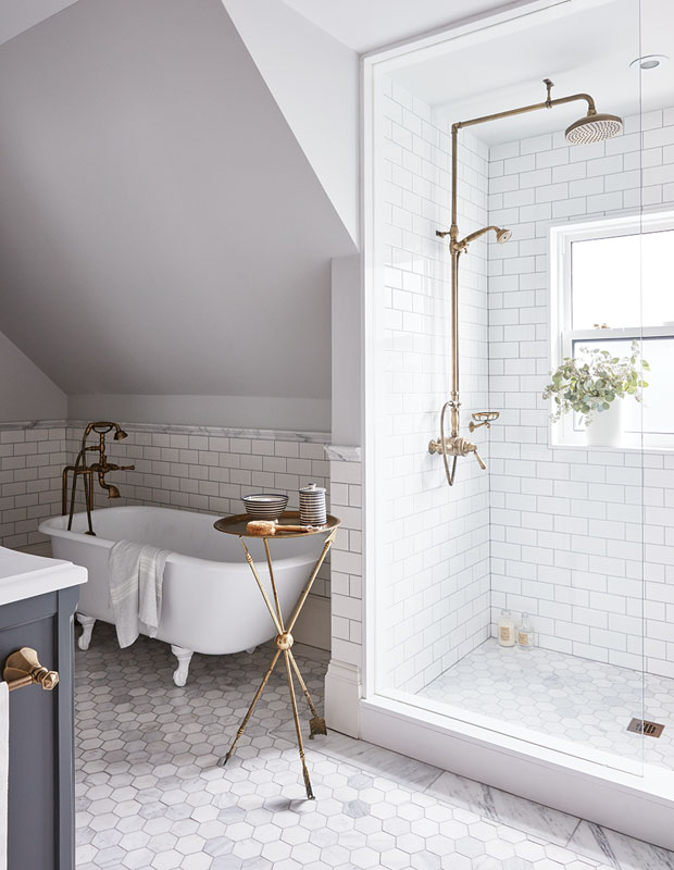 gold bathroom idea 46