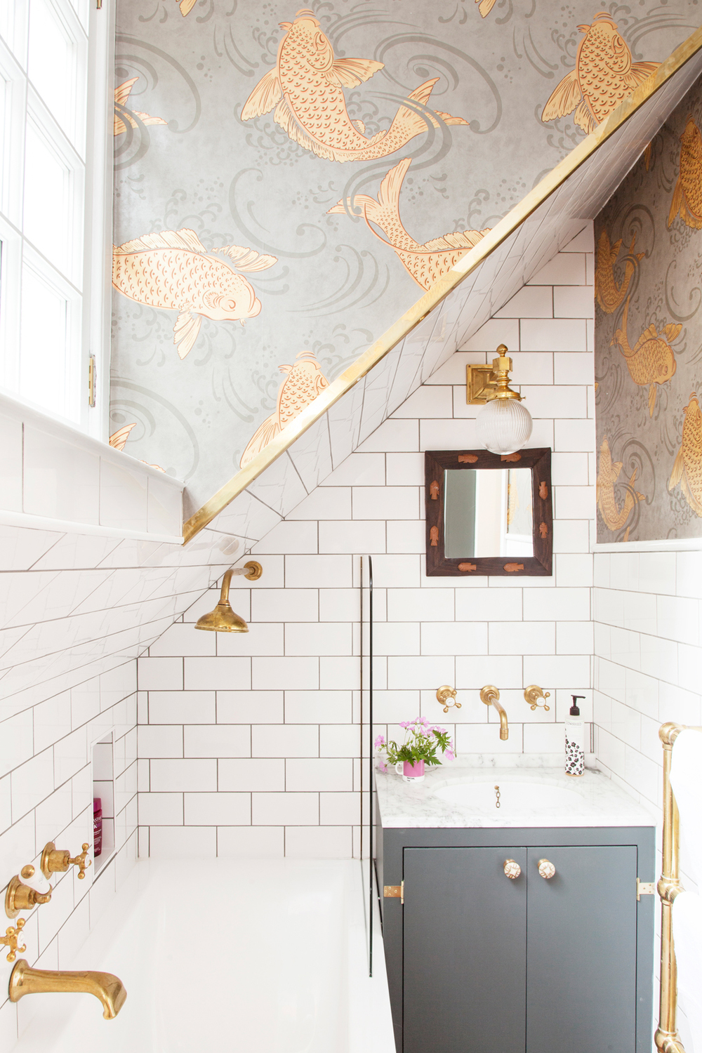 gold bathroom idea 49