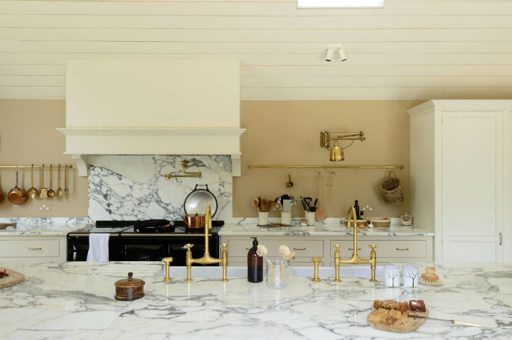 Classic English Kitchen Designs 2