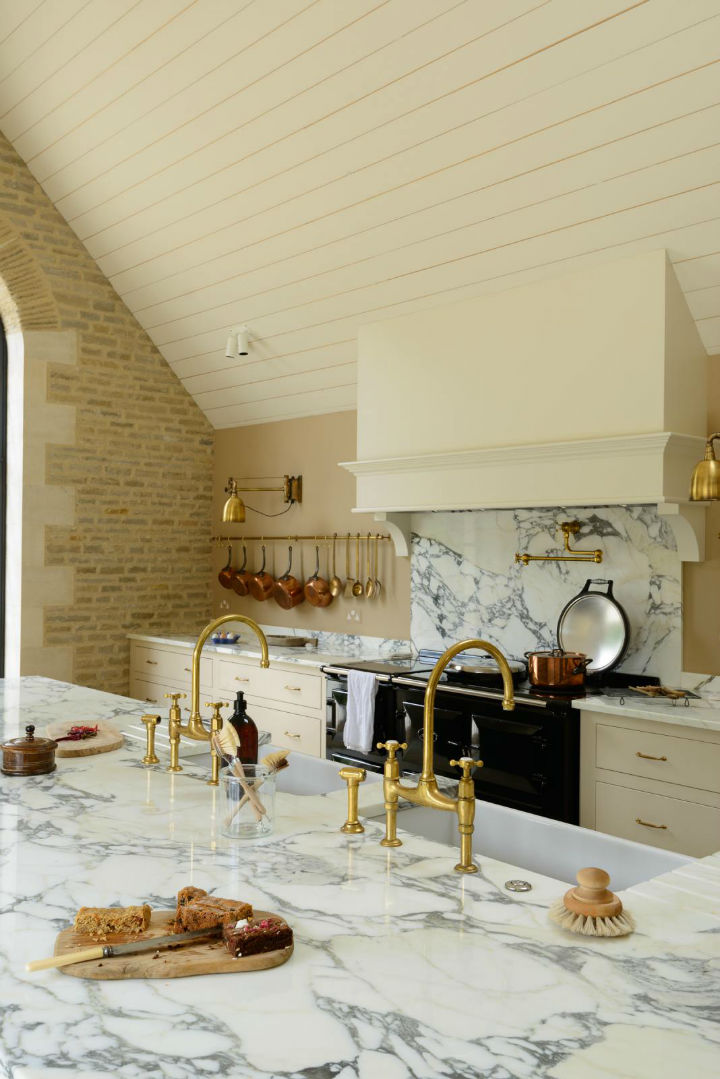 Classic English Kitchen Designs 4