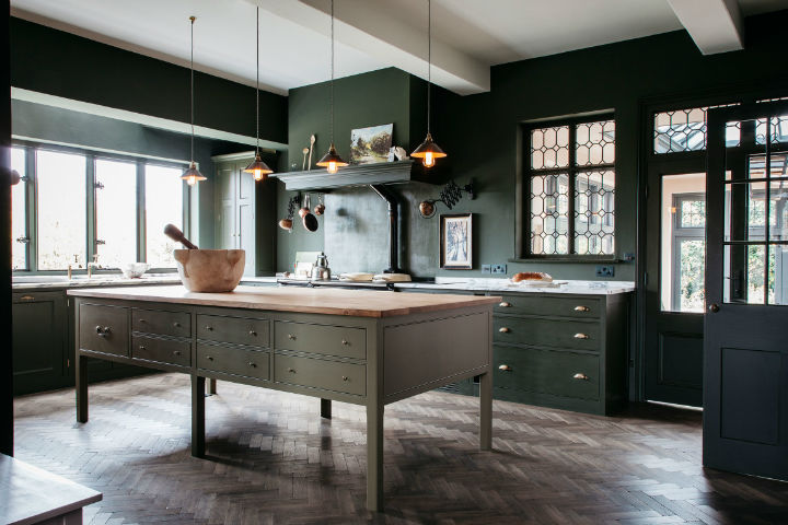 Traditional English Kitchen Design idea
