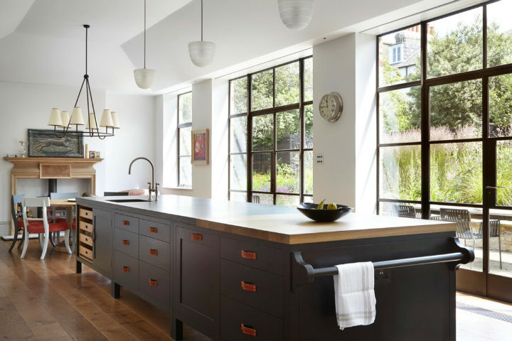 Traditional English Kitchen Design idea 11