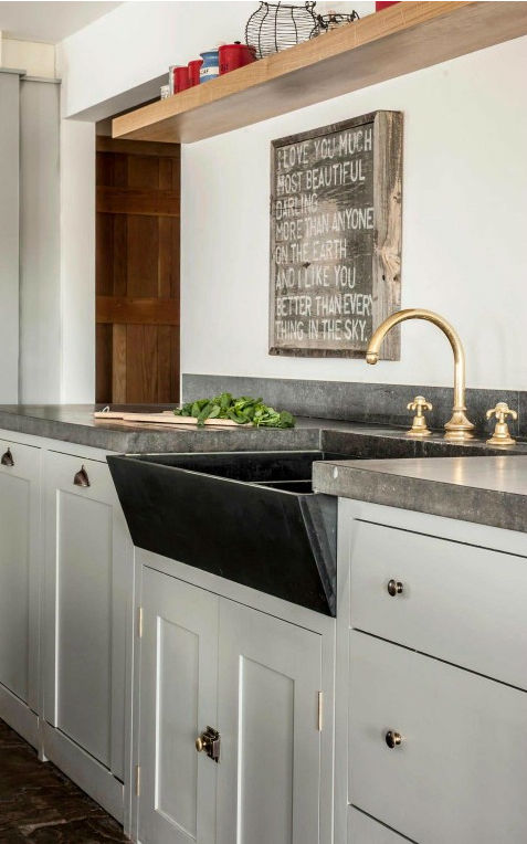 Traditional English Kitchen Design idea 15