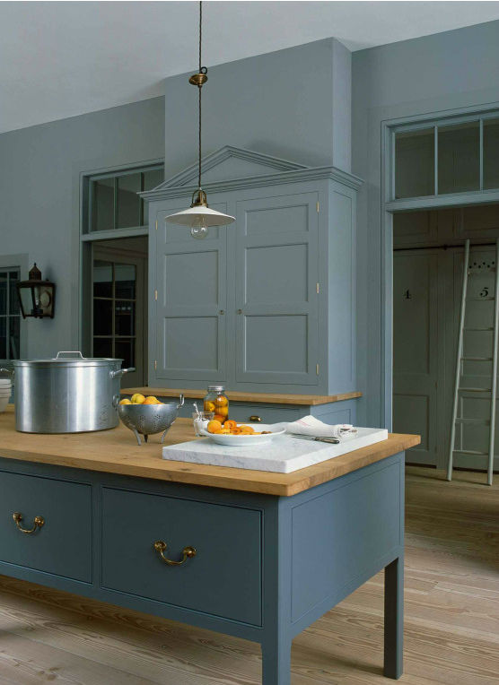 Traditional English Kitchen Design idea 5