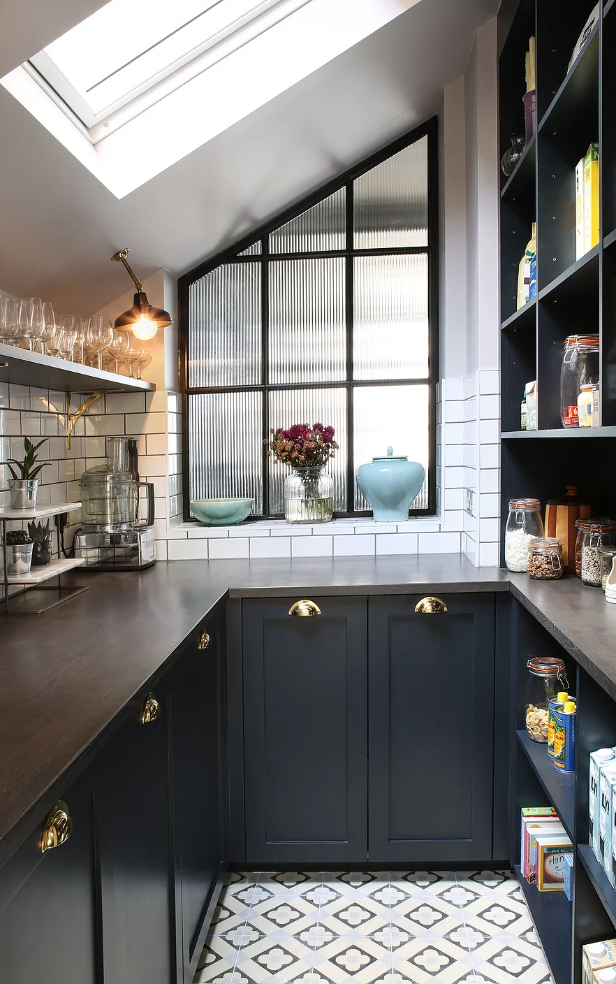 Amazing Kitchen Design With Touches Of Gold 5