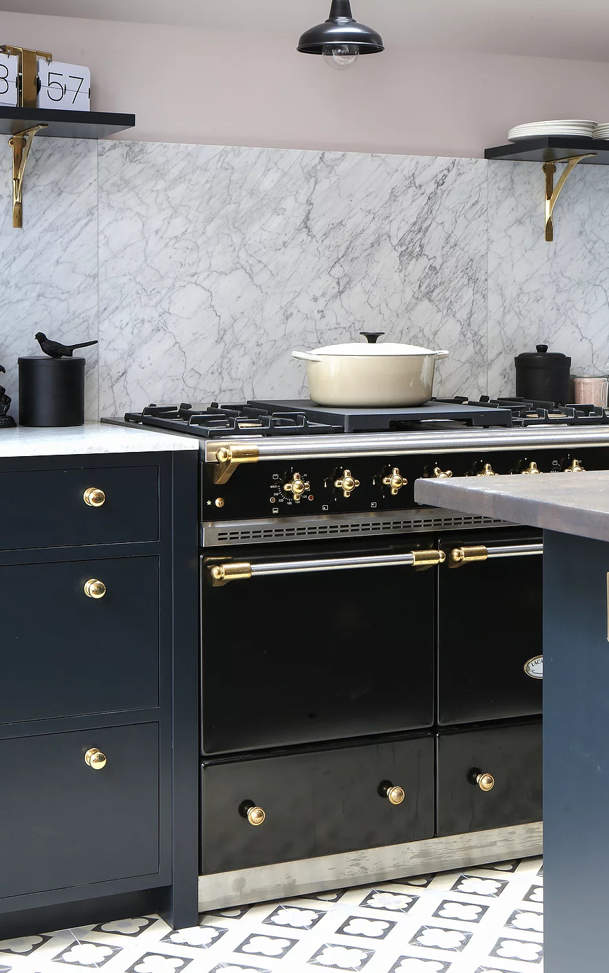 Amazing Kitchen Design With Touches Of Gold 7