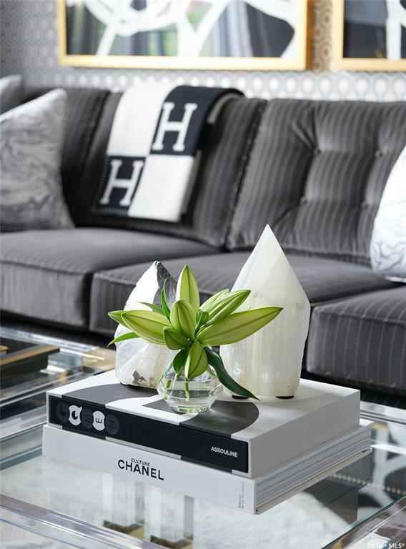Glamorous Chic and Sophisticated Interiors 9