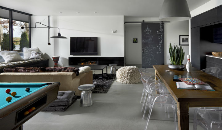 Dramatic Contemporary Interior 34