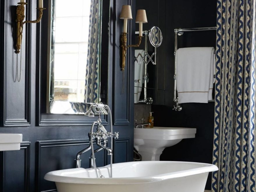 black and white modern Victorian bathroom design idea