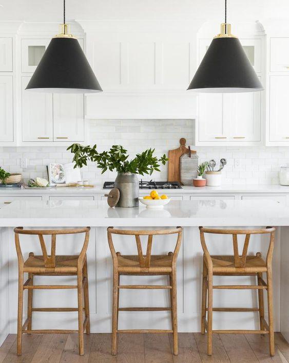 all white Scandinavian style kitchen idea