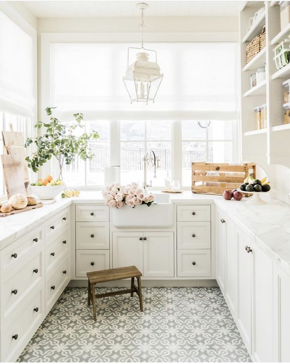 all white modern farmhouse kitchen idea