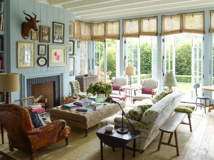 Country House With Traditional Decor 24