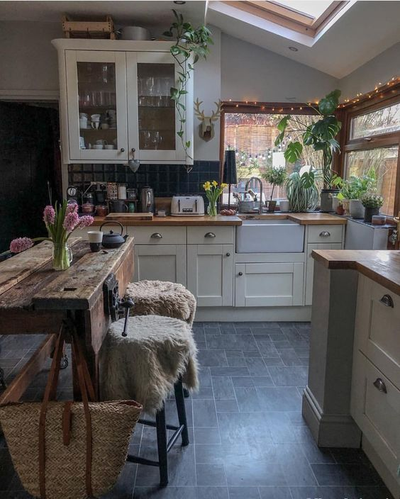 indoor plants kitchen decorating idea