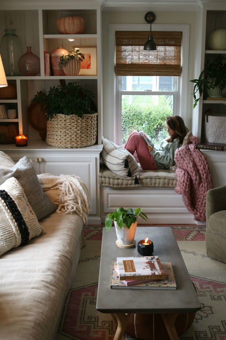living room small window bench