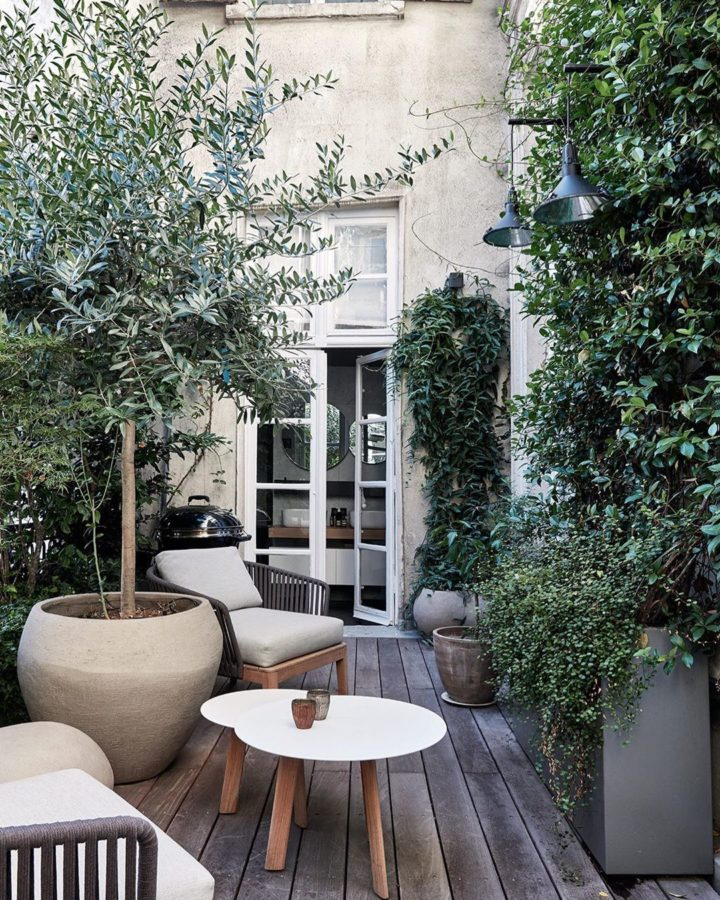 Parisian hotel outdoor decoration